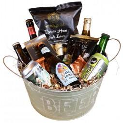 Ølspand med diverse special øl og delikatesser